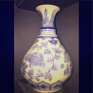 Vintage Chinese Blue and White Bud Vase